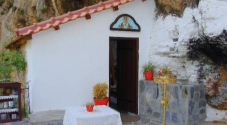 Άγιος Νικολάκης κρεμαστός: Ένα ξωκκλήσι μέσα στον βράχο, λίγα λεπτά από το κέντρο του Βόλου
