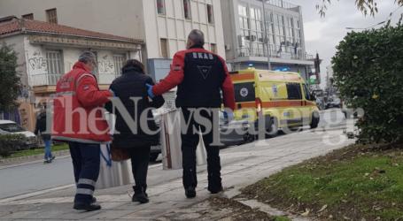 Βόλος: Κατέρρευσε ηλικιωμένη στο Δημαρχείο [εικόνα]