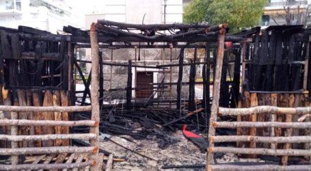 Βόλος: Τυλίχθηκε στις φλόγες η φάτνη του Αγίου Νικολάου