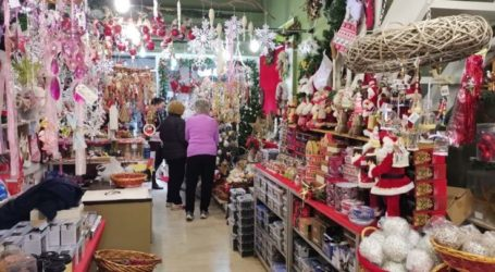 Σήκωσαν ρολά και στη Λάρισα τα καταστήματα με χριστουγεννιάτικα είδη – Υποτονική η κίνηση στο κέντρο (φωτό)