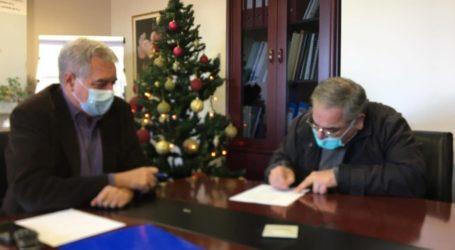Υπέγραψε ο Γιώργος Λαμπρουλης την σύμβαση για την εθελοντική προσφορά του στο ΕΣΥ (βίντεο)