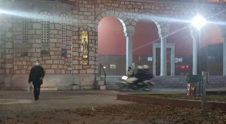 Βόλος: Αστυνομικοί στην πλ. Αγ. Νικολάου – Έφευγαν τρέχοντας νεαροί χωρίς μάσκες [εικόνες]