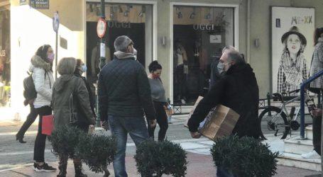 Βόλος: Χριστουγεννιάτικες «ουρές» σε τράπεζες και Ταχυδρομείο – Δείτε εικόνες