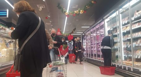 Βόλος: Χαμός στα σούπερ μάρκετ από τα ψώνια της τελευταίας στιγμής [εικόνες]