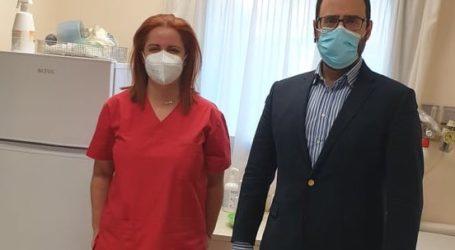 Επίσκεψη του βουλευτή Κων. Μαραβέγια στο Εμβολιαστικό Κέντρο του Νοσοκομείου Βόλου