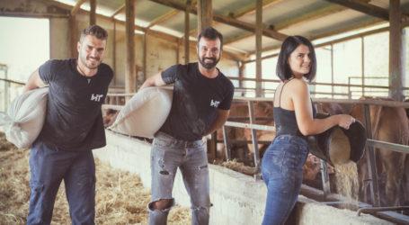 Δείτε φωτογραφίες: Οι αγρότες από την Σκοπιά Φαρσάλων επιστρέφουν με… τις αγρότισσες του χωριού σε νέο ημερολόγιο!