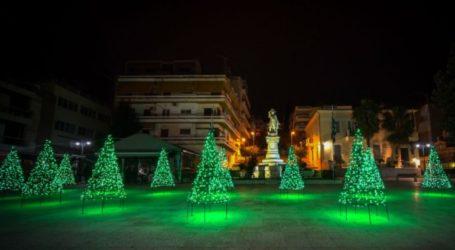 Εντυπωσιακές εικόνες από την πόλη που πλημμύρισε φως για τα Χριστούγεννα