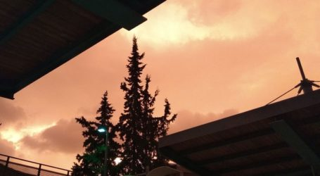 Viral έγινε ο κόκκινος ουρανός της Αθήνας
