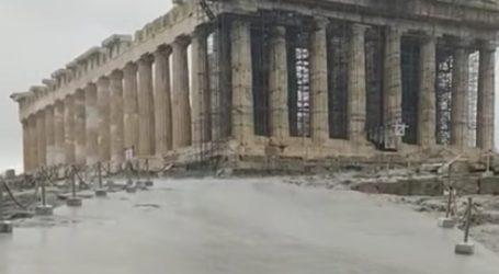 Πλημμύρισε η Ακρόπολη από τη καταρρακτώδη βροχή