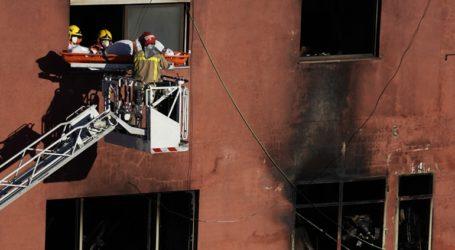 Τρεις νεκροί και 23 τραυματίες από πυρκαγιά σε αποθήκη όπου διέμεναν μετανάστες