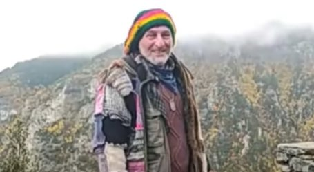 Ζει 16 χρόνια σε καλύβα στον Όλυμπο πίνοντας νερό από το Φαράγγι του Ενιπέα
