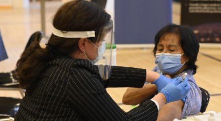 Μια βοηθός νοσηλεύτρια η πρώτη που εμβολιάστηκε στον Καναδά