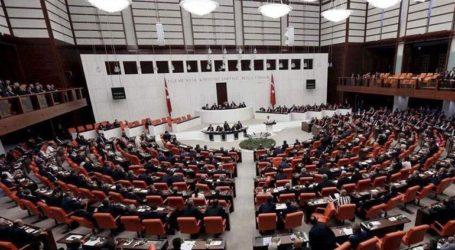 Σπάνια ομοφωνία στην τουρκική Βουλή για την καταδίκη των κυρώσεων από τις ΗΠΑ