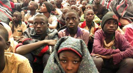 Οι μαθητές που απελευθερώθηκαν επιστρέφουν στα σπίτια τους μια εβδομάδα μετά την απαγωγή τους