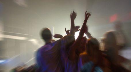 Πρόστιμα στον Βόλο σε νεαρούς που έστησαν πάρτι σε προαύλιο σχολείου