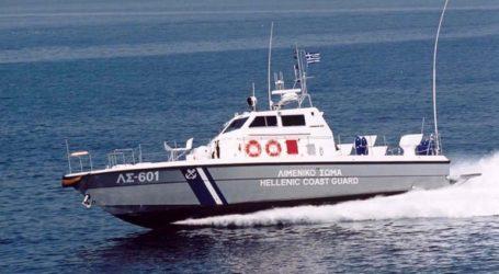 Στο λιμάνι του Λαυρίου ρυμουλκείται το δεξαμενόπλοιο που παρουσίασε μηχανική βλάβη