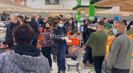 Εικόνες συνωστισμού σε σούπερ μάρκετ της Θεσσαλονίκης