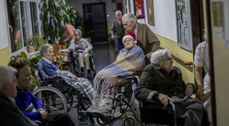 Μια 96χρονη ήταν ο πρώτος άνθρωπος που εμβολιάστηκε κατά του κορωνοϊού στην Ισπανία