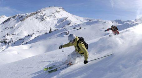 Δεκάδες Βρετανοί τουρίστες το έσκασαν από την καραντίνα σε ελβετικό χιονοδρομικό κέντρο