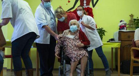 Ένοικοι οίκων ευγηρίας στο Βέλγιο λαμβάνουν τα πρώτα εμβόλια εναντίον του Covid-19
