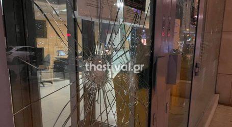 Επίθεση με βαριοπούλες σε τράπεζα στη Θεσσαλονίκη
