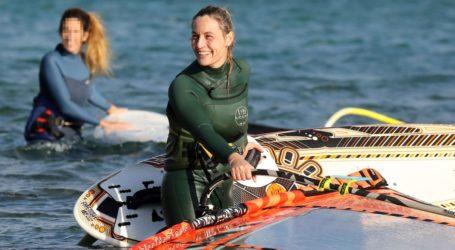 Ελεονώρα Μελέτη: Αψήφησε το κρύο και πήγε για windsurfing στην Ανάβυσσο!