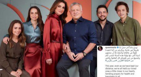 Βασίλισσα Ράνια της Ιορδανίας: Με κόκκινο σατέν στην εορταστική κάρτα που δημοσίευσε η ίδια!