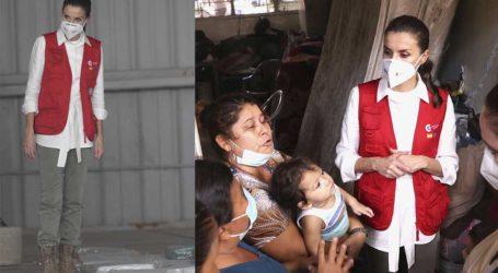 Βασίλισσα Letizia: Με χακί παντελόνι και μποτάκια σε ένα καταφύγιο της Ονδούρας