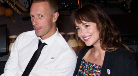 Dakota Johnson: Αρραβωνιάστηκε με τον Chris Martin;