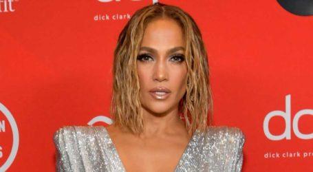 Δείτε την Jennifer Lopez να ποζάρει φορώντας φόρμα από τη συλλογή της Beyoncé!