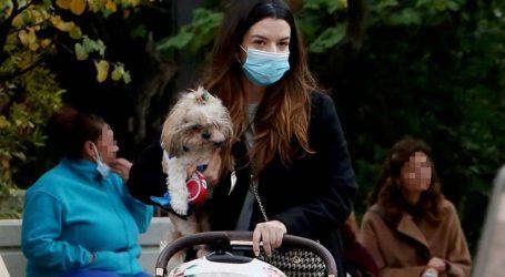 Νικολέττα Ράλλη: Βόλτα στο Κολωνάκι με την κορούλα της και τη σκυλίτσα της