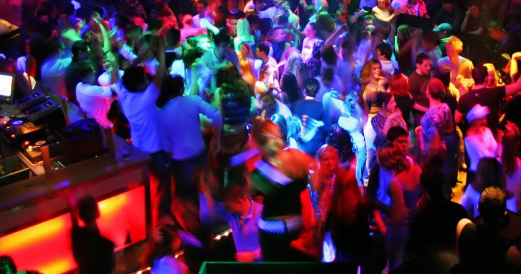 clubbing paros