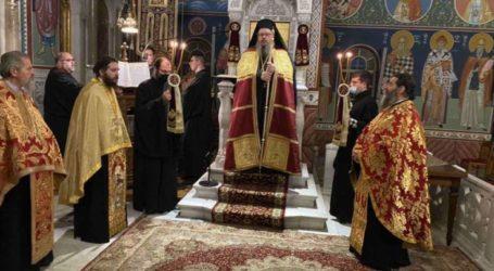 Κεκλεισμένων των θυρών τελέστηκε ο Μέγας Εσπερινός των Χριστουγέννων χοροστατούντος του Μητροπολίτη Ιερωνύμου στον Άγιο Αχίλλιο