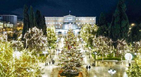 Φωτίζοντας τους αφανείς ήρωες των Αθηνών στη φωταγώγηση του χριστουγεννιάτικου δέντρου