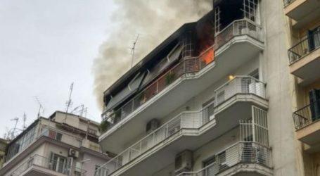 Λάρισα: «Συναγερμός» σε πυροσβεστική και ΕΚΑΒ για φωτιά σε διαμέρισμα – Διασώθηκε 45χρονος άντρας