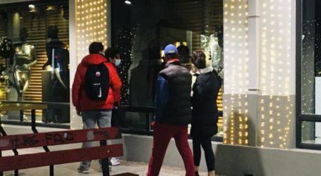 Απογευματινή βόλτα των Λαρισαίων την Κυριακή μετά το κλείσιμο της αγοράς