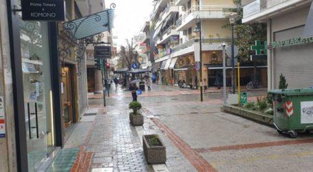 Ανοιχτά καταστήματα χωρίς κόσμο σήμερα τελευταία Κυριακή του χρόνου στην βροχερή Λάρισα (φωτο)