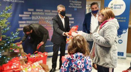 Δώρα σε παιδιά εργαζομένων στην Περιφέρεια μοίρασε ο Κώστας Αγοραστός