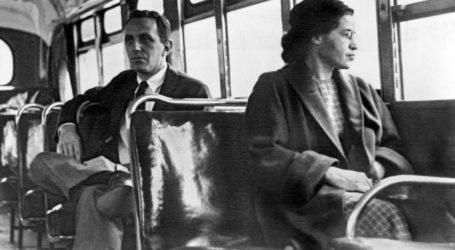 Rosa Parks: Η ηρωίδα του λεωφορείου που η πράξη της έφερε τσουνάμι αλλαγών στις ΗΠΑ