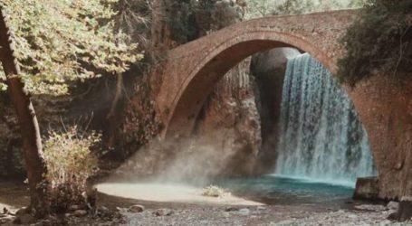 Τρίκαλα: Εκπληκτικό βίντεο από το Γεφύρι Παλαιοκαρυάς και τον καταρράκτη όπου αναδύονται νεράϊδες