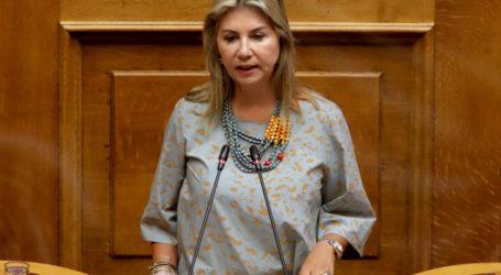 Ποια υπουργός συνεχάρη πρώτη τη Ζέττα