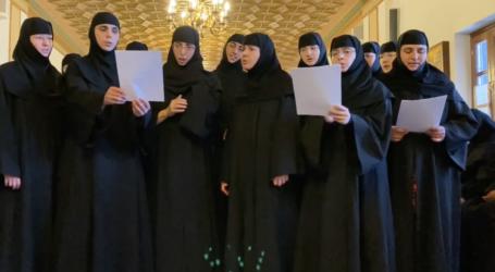 Καλόγριες του Πηλίου τραγουδούν για τον κορωνοϊό – Δείτε το βίντεο