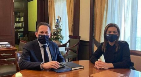 Συνάντηση Μπίζιου – Πέτσα στο υπουργείο Εσωτερικών