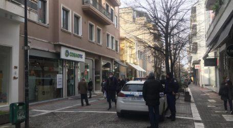 """""""Ξεμουδιάζουν"""" οι Λαρισαίοι με βόλτα και καφέ στο χέρι στο κέντρο της πόλης – Δείτε φωτογραφίες"""
