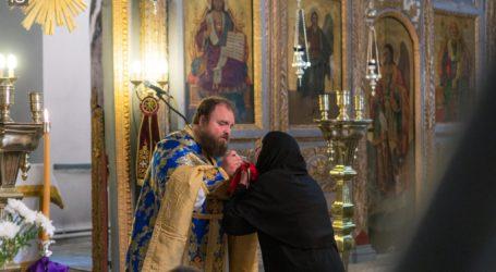 Κληρικοί: Να μείνουν ανοικτές οι εκκλησίες για τα Φώτα