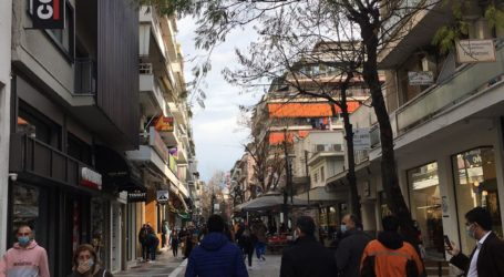 Κοσμοσυρροή στην αγορά της Λάρισα σήμερα Κυριακή – Δείτε φωτογραφίες