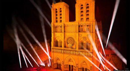 H Γαλλία καλωσορίζει το 2021 στην Παναγία των Παρισιων με υπογραφή Ζαν Μισέλ Ζαρ