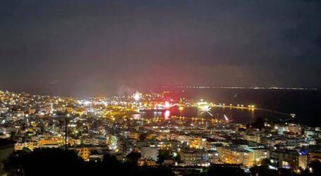 Χιλιάδες βεγγαλικά φώτισαν τον ουρανό της πόλης