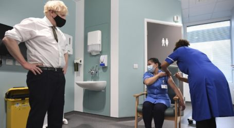Επιστήμονες επικρίνουν το σχέδιο της κυβέρνησης να καθυστερήσει τη δεύτερη δόση του εμβολίου