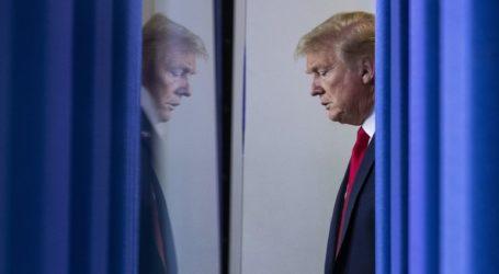 Η πλειοψηφία των Αμερικανών επιθυμεί την άμεση αποπομπή του Τραμπ